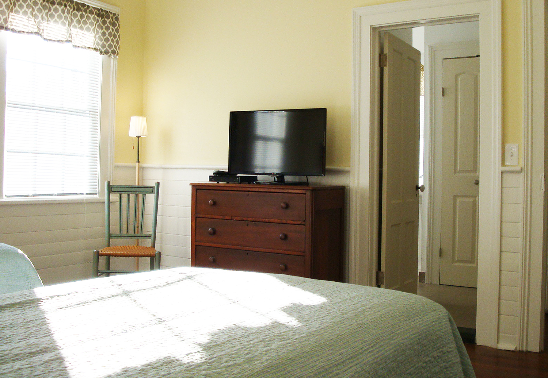 Front Bedroom. 32 Inch High Definition Flat Screen TV. Doorway To Front  En Suite Bathroom