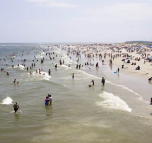 beachgoers-on-tybee-island-georgia